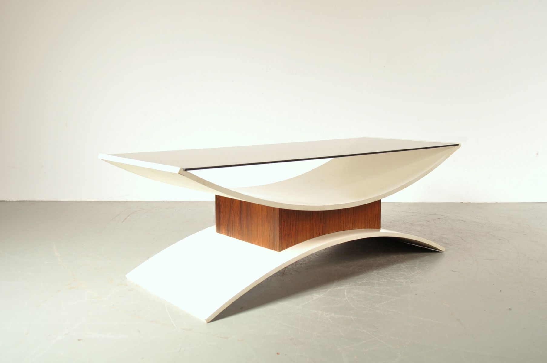 Weng smoked glass and white laminate coffee table for White and glass coffee table