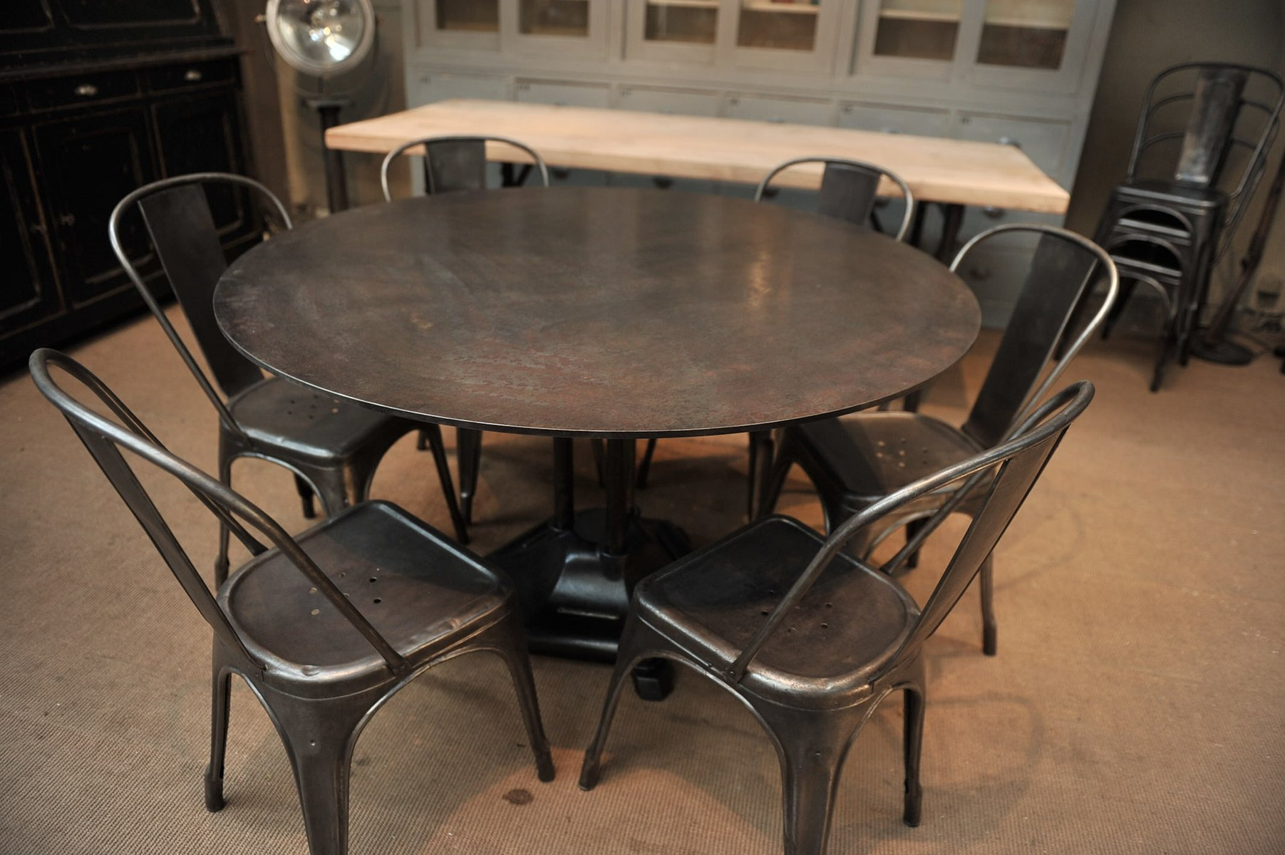 french industrial round iron dining table 1930s for sale at pamono. Black Bedroom Furniture Sets. Home Design Ideas