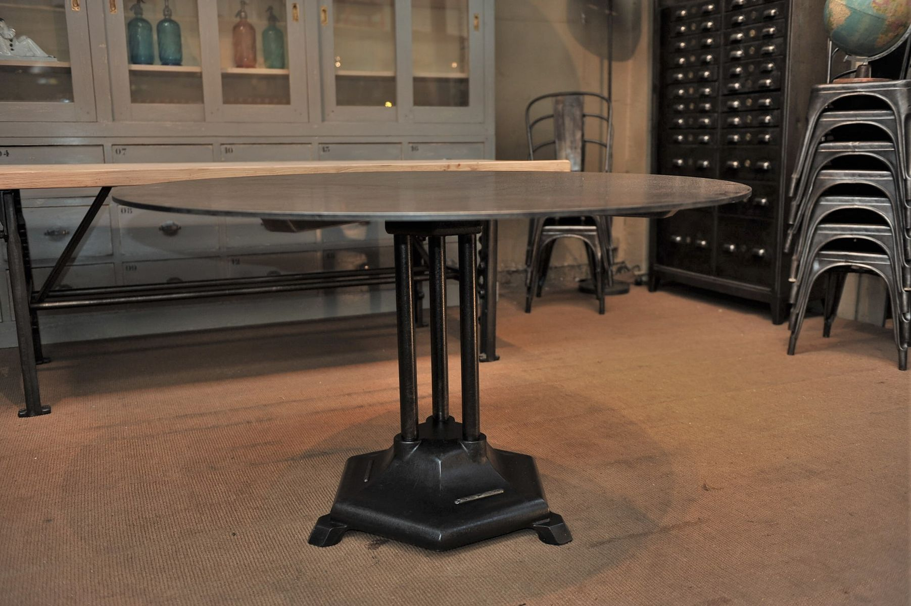 French industrial round iron dining table 1930s for sale - Table basse ronde industrielle ...
