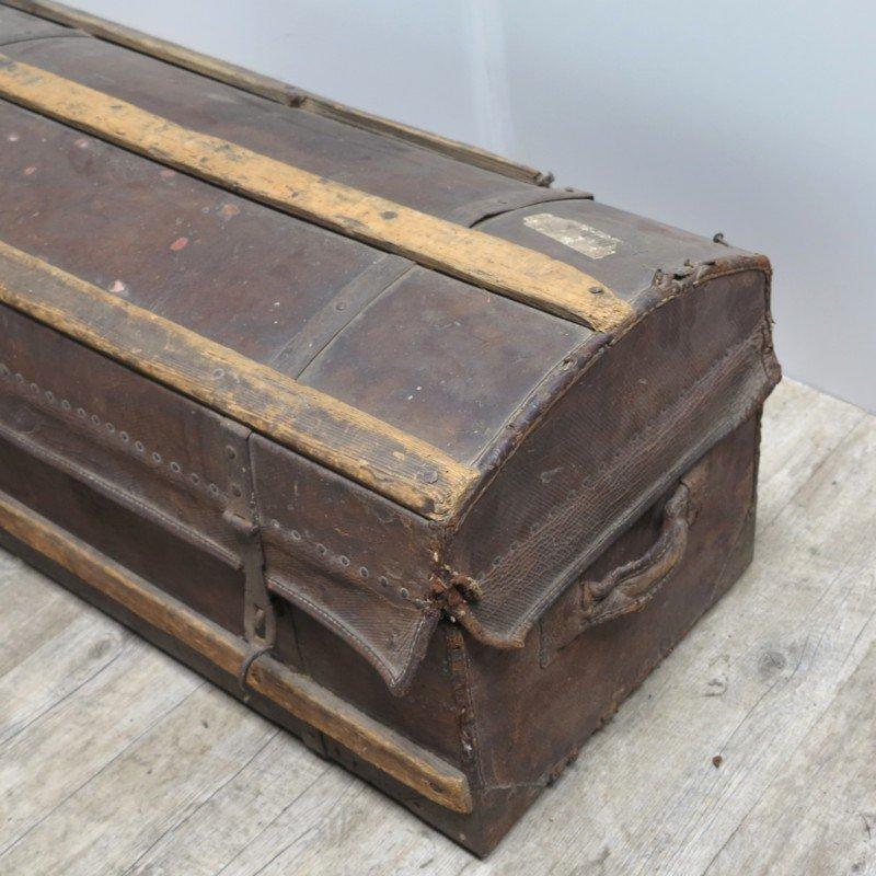 coffre antique en cuir et en bois en vente sur pamono. Black Bedroom Furniture Sets. Home Design Ideas