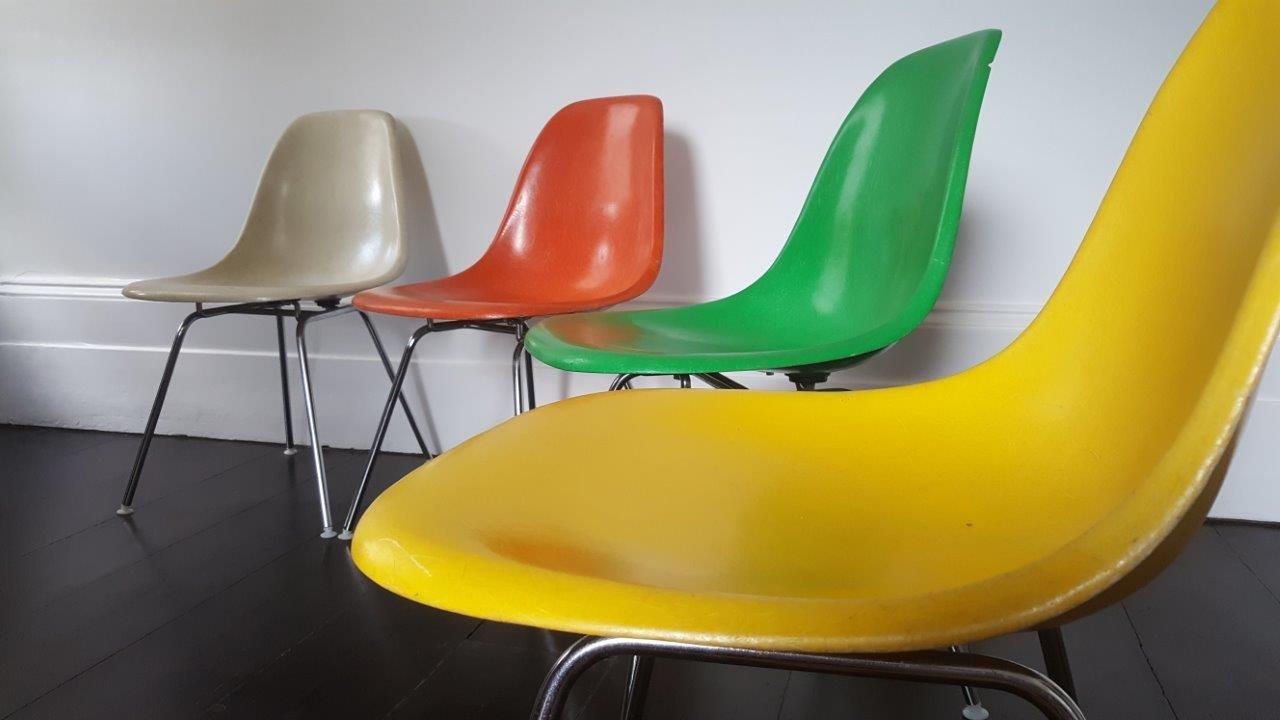 bunte dsx fiberglas st hle von charles ray eames f r herman miller 1960er 4er set bei pamono. Black Bedroom Furniture Sets. Home Design Ideas