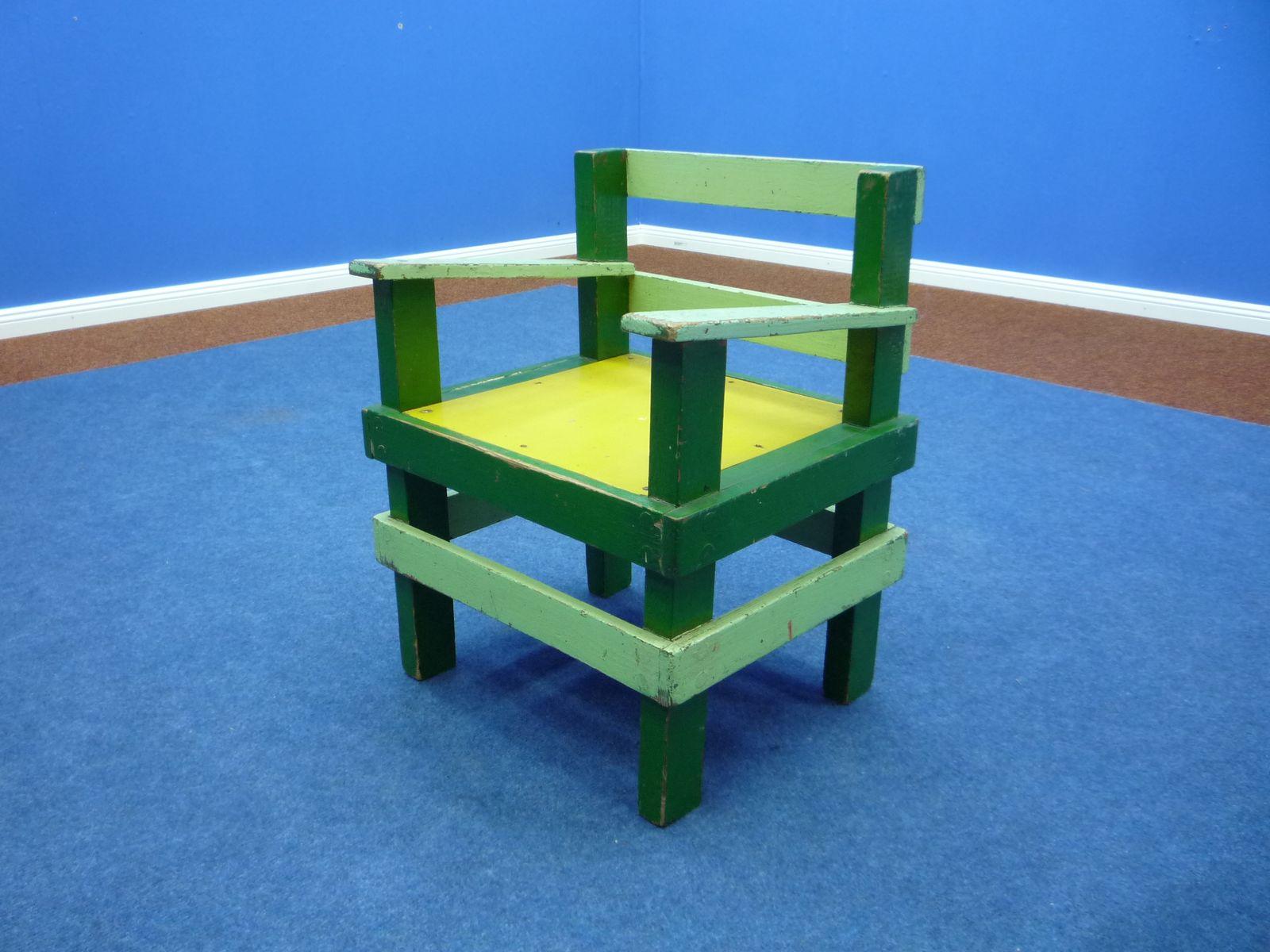chaise d 39 enfant vintage style bauhaus en bois en vente sur. Black Bedroom Furniture Sets. Home Design Ideas