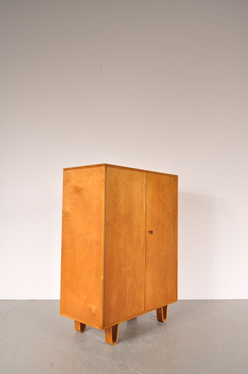 Birch cabinet on plywood legs by cees braakman for pastoe for Plywood cupboard