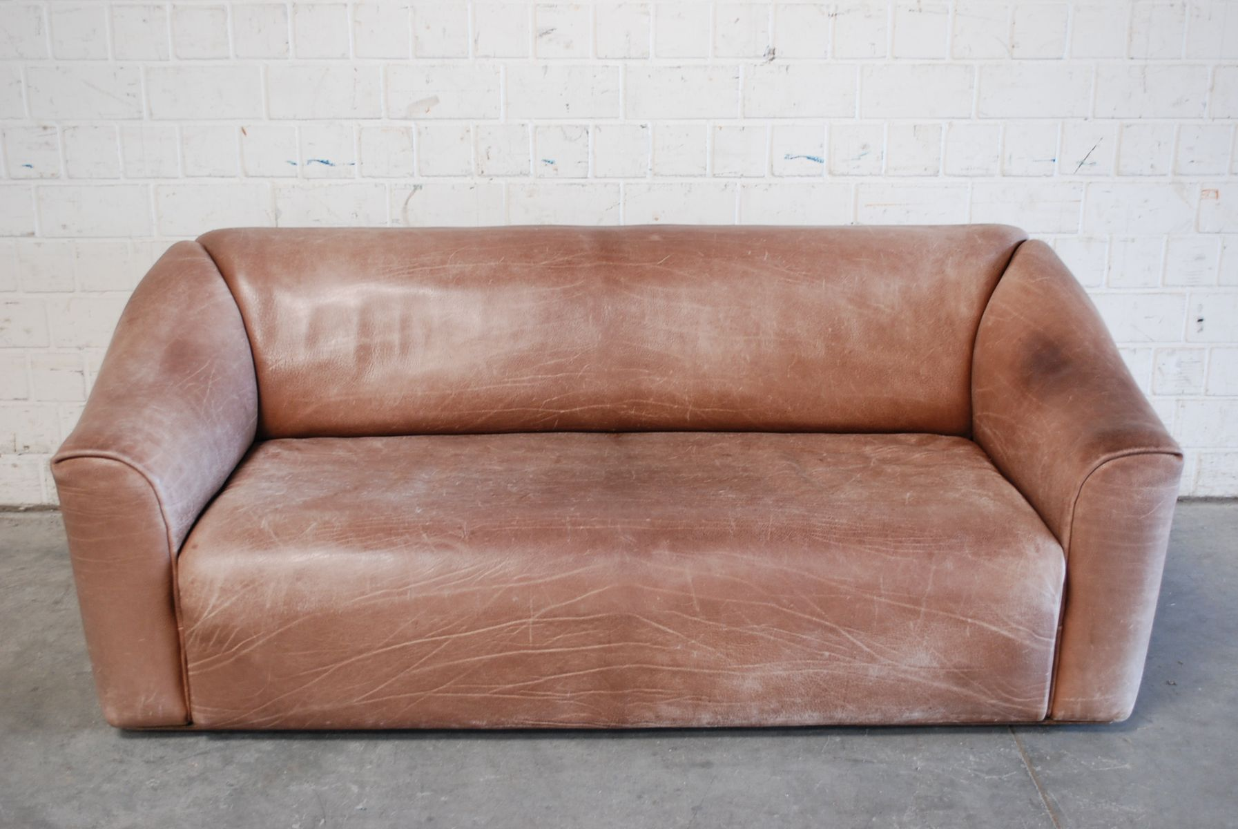 Vintage ds 47 three seater neck leather sofa from de sede for Leather sofa 7 seater