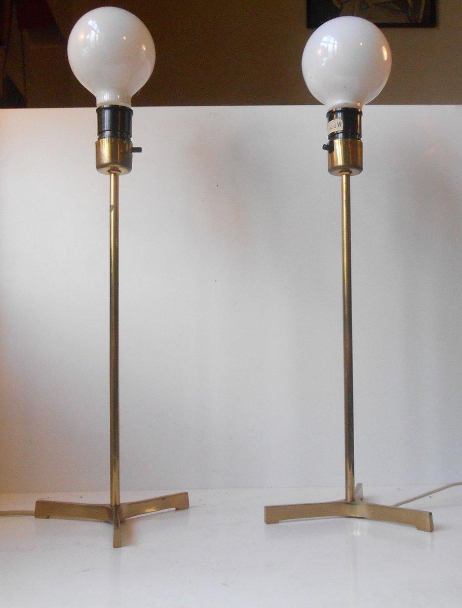scandinavian modern dreibein tischlampen aus messing mit gro en gl hbirnen 1960er 2er set bei. Black Bedroom Furniture Sets. Home Design Ideas