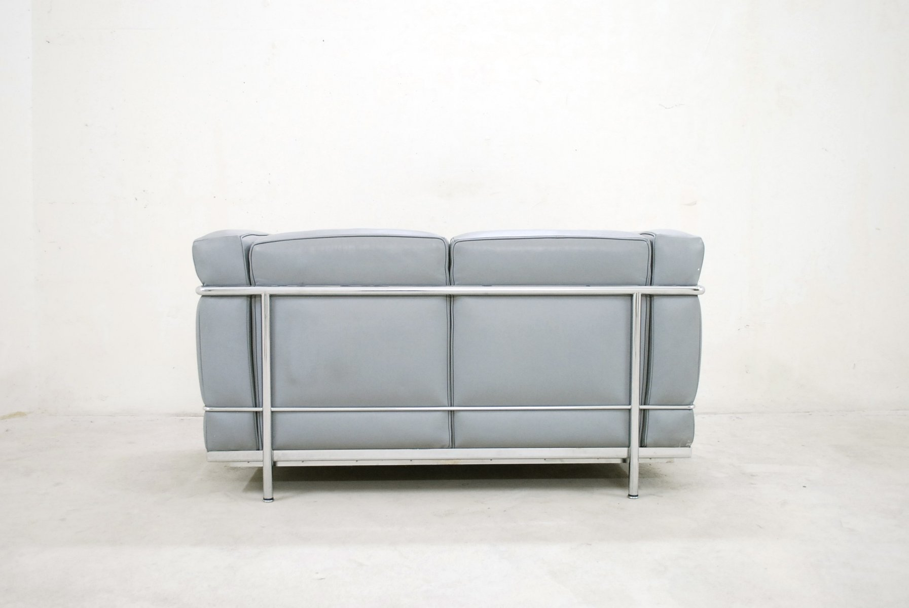 Model lc2 leather sofa by le corbusier for cassina 1985 for Sofa 8 cassina