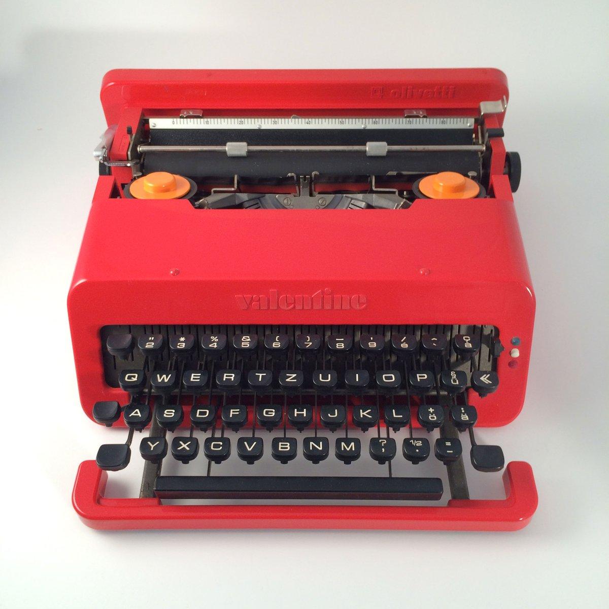 machine ecrire valentine par ettore sottsass pour olivetti en vente sur pamono. Black Bedroom Furniture Sets. Home Design Ideas