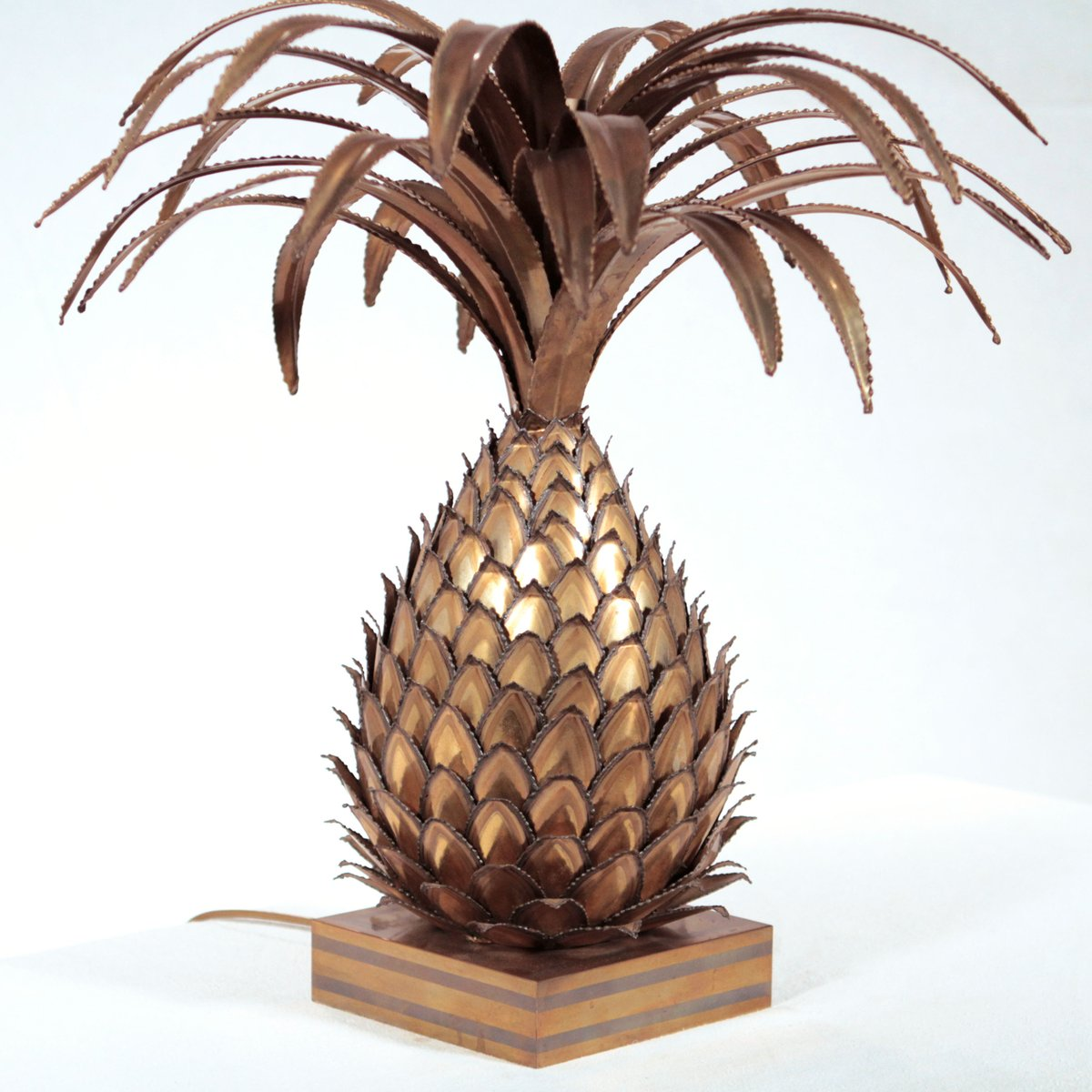 Brass Pineapple Table Lamp Brass Pineapple Table Lamp from Maison Jansen for sale at Pamono