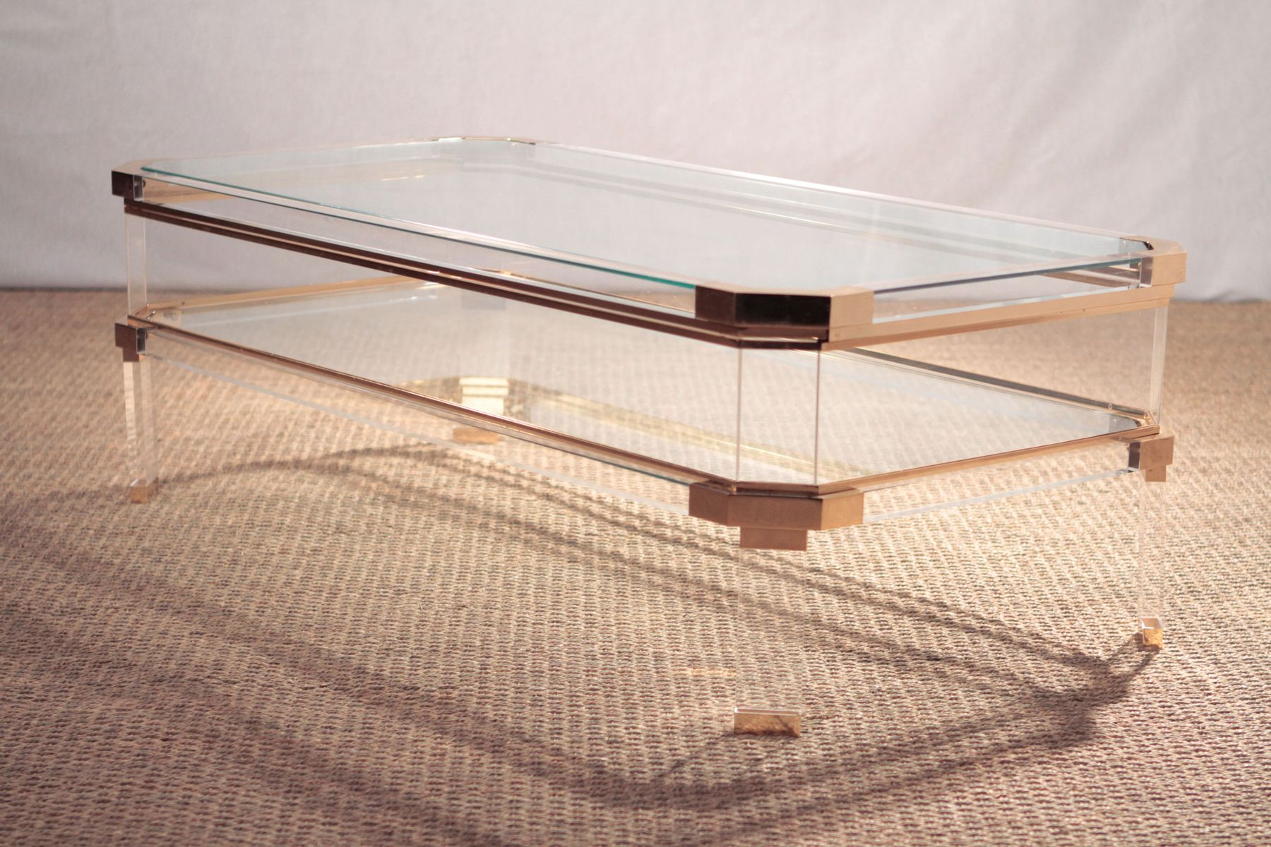 Vintage Plexiglas & Brass Coffee Table for sale at Pamono -> Table Basse Plexiglass