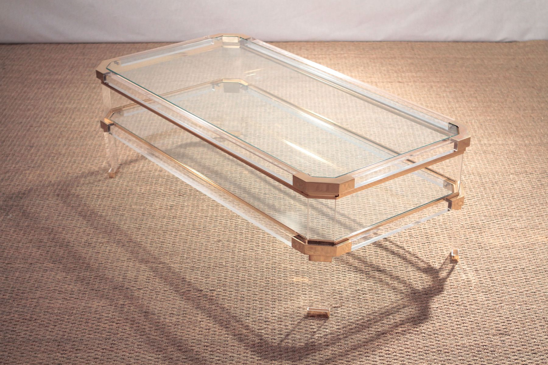 vintage plexiglas brass coffee table for sale at pamono. Black Bedroom Furniture Sets. Home Design Ideas