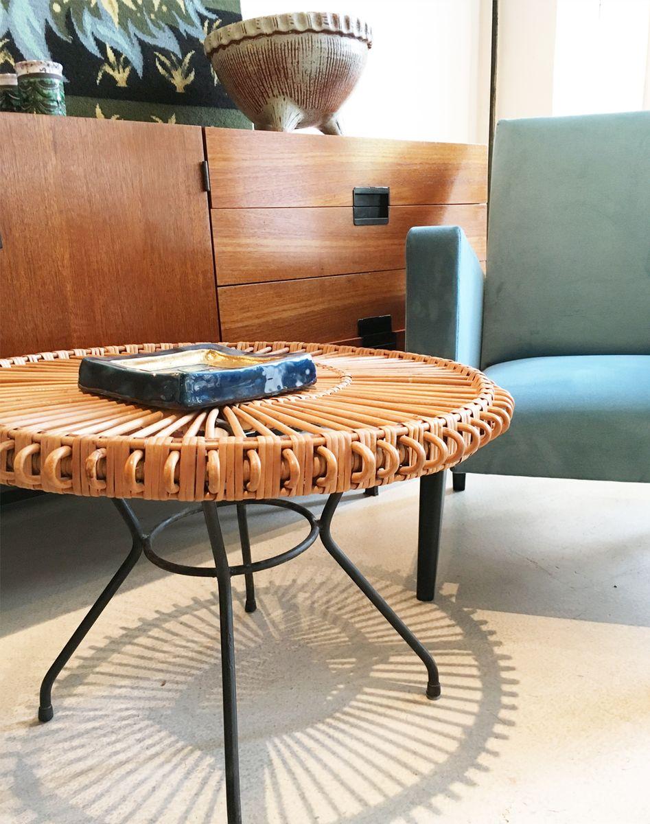 runder couchtisch aus rattan und schwarzem metall 1950er bei pamono kaufen. Black Bedroom Furniture Sets. Home Design Ideas