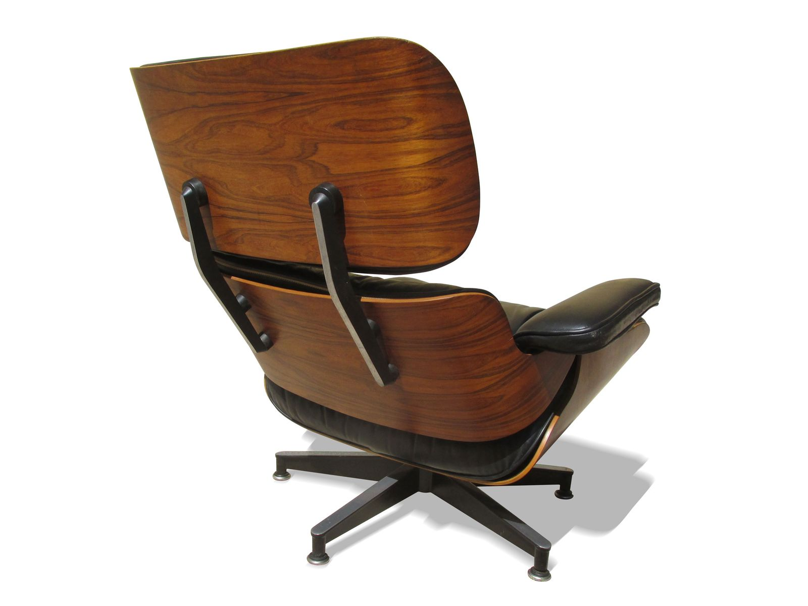 670 671 lounge chair and ottoman by charles and ray eames for Eames lounge sessel nachbau