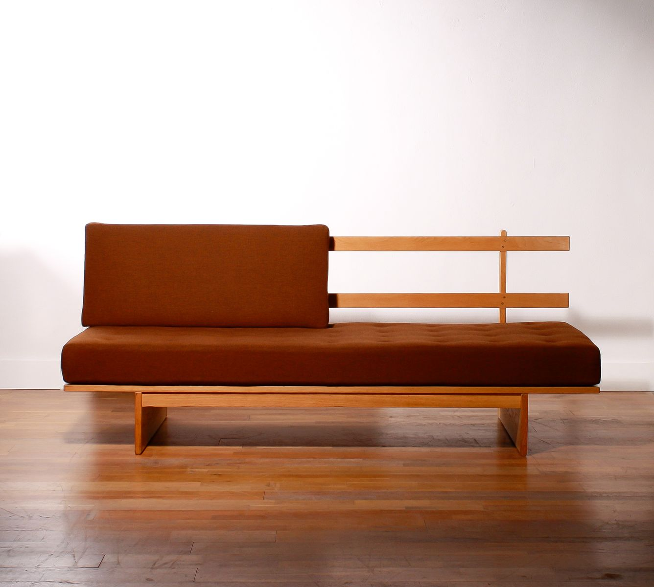 Mid-Century Wool & Oak Daybed by Bra Bohag for Dux - Mid-Century Wool & Oak Daybed By Bra Bohag For Dux For Sale At Pamono