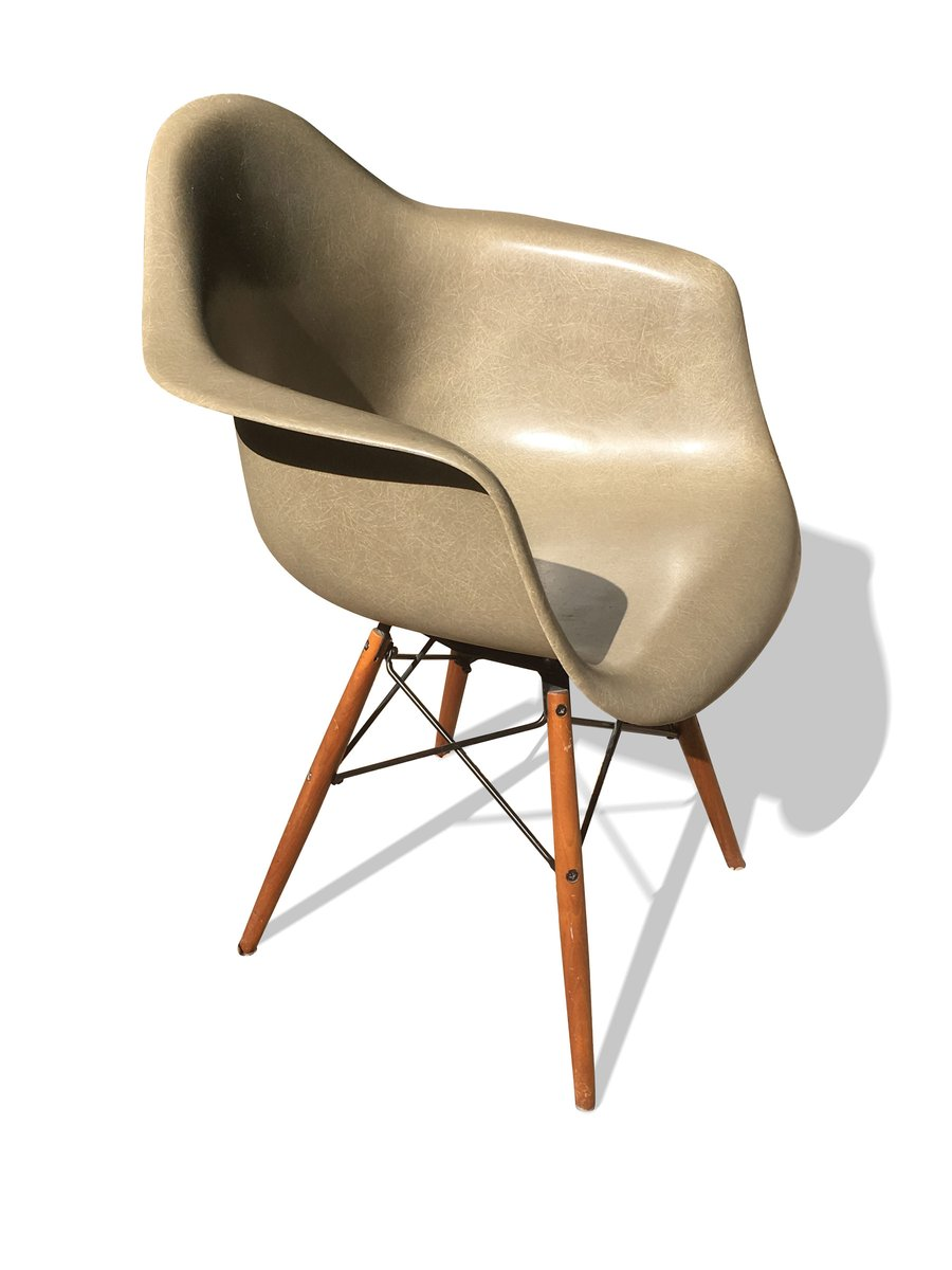 Daw chair by ray charles eames for herman miller 1970 - Chaise eames belgique ...