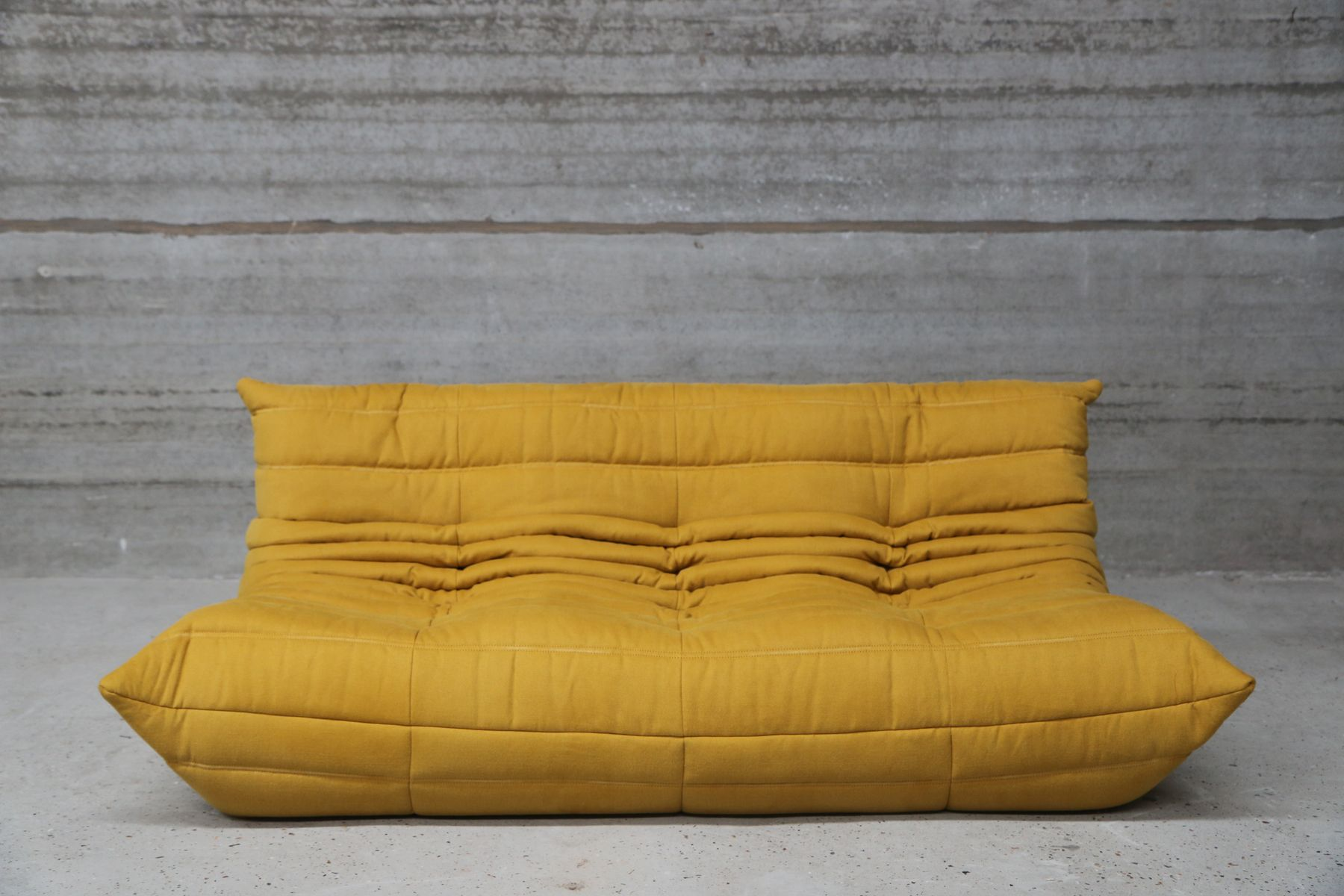 vintage togo 3 seater sofa in yellow fabric by michel ducaroy for ligne roset en vente sur pamono. Black Bedroom Furniture Sets. Home Design Ideas