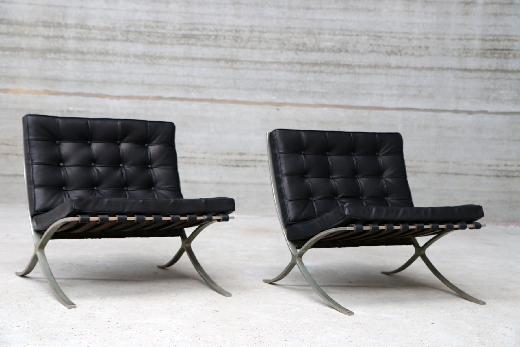 vintage barcelona sessel von ludwig mies van der rohe f r knoll 2er set bei pamono kaufen. Black Bedroom Furniture Sets. Home Design Ideas