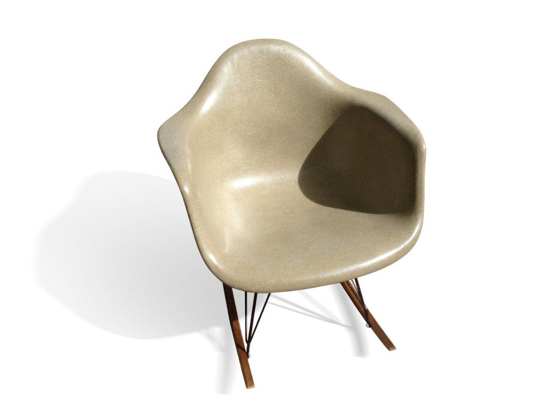 fauteuil à bascule rar beige par charles & ray eames pour herman ... - Chaise A Bascule Eames 2