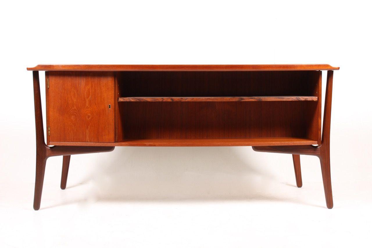 bureau vintage en teck par svend aage madsen pour sigurd hansen en vente sur pamono. Black Bedroom Furniture Sets. Home Design Ideas