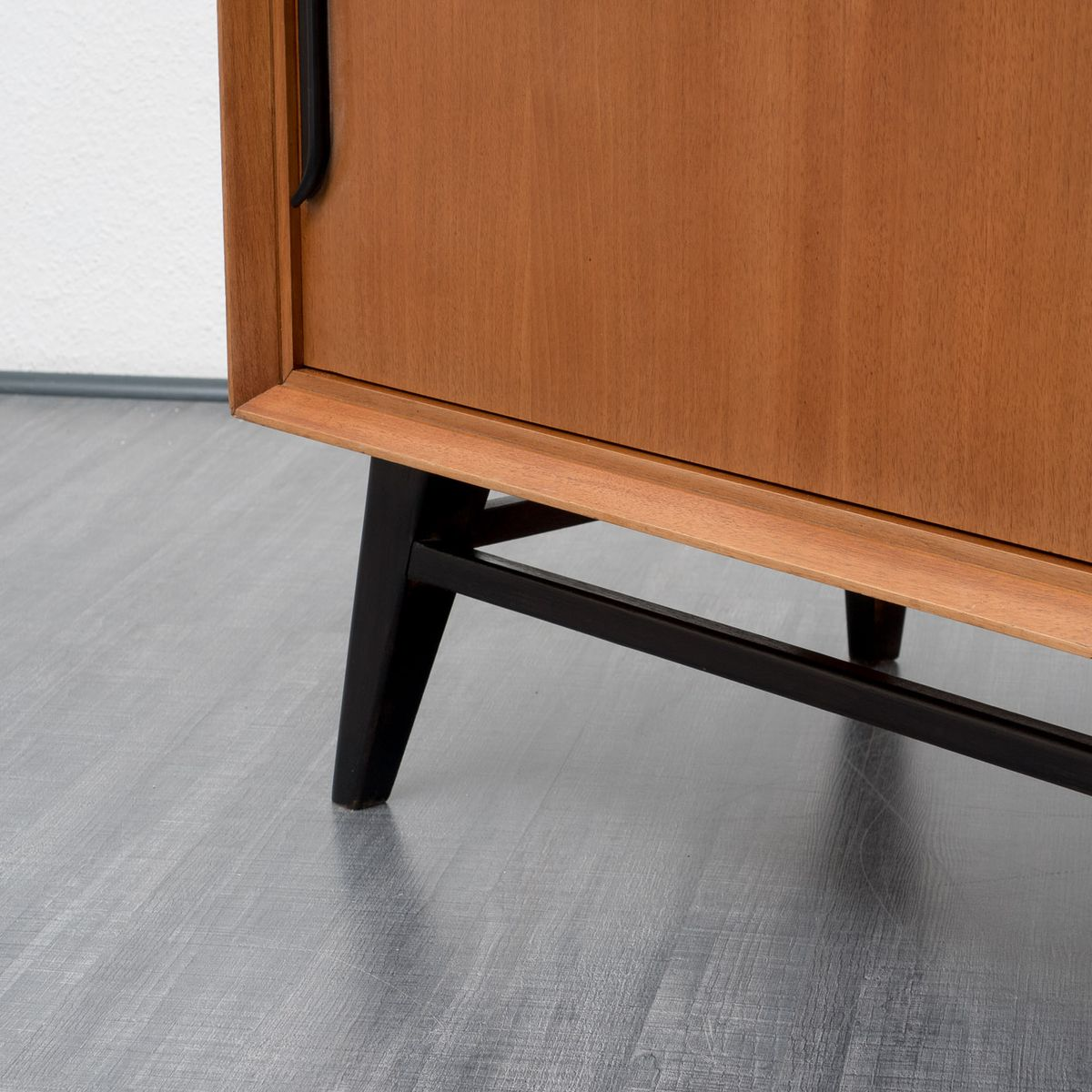 zweifarbiges sideboard aus teak schwarz lackiertem holz 1960er bei pamono kaufen. Black Bedroom Furniture Sets. Home Design Ideas