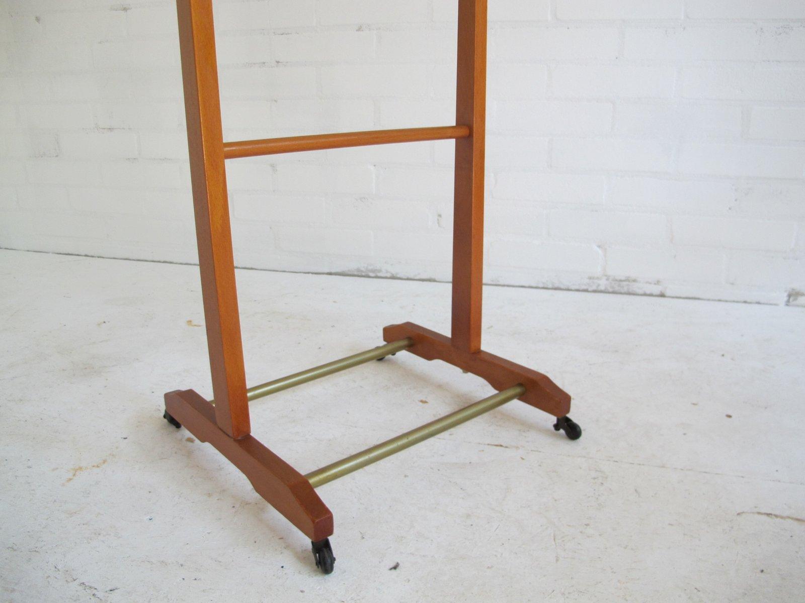 italienischer stummer diener aus holz von ico parisi f r fratelli reguitti 1960er bei pamono kaufen. Black Bedroom Furniture Sets. Home Design Ideas