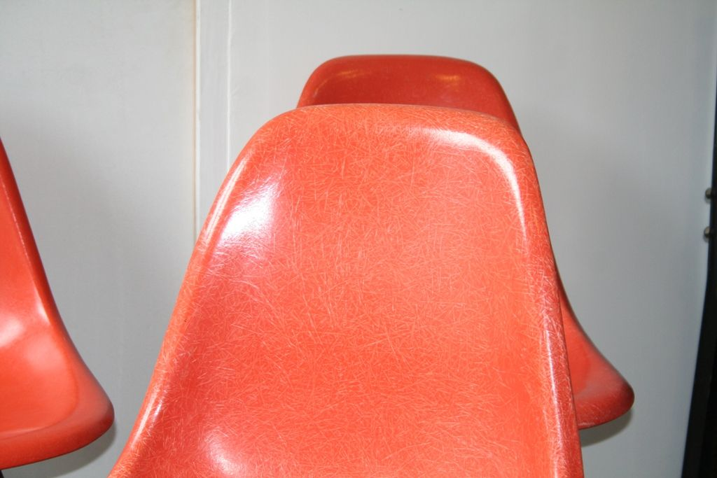 Chaise dsw rouge orang par charles ray eames pour for Chaise dsw espagne