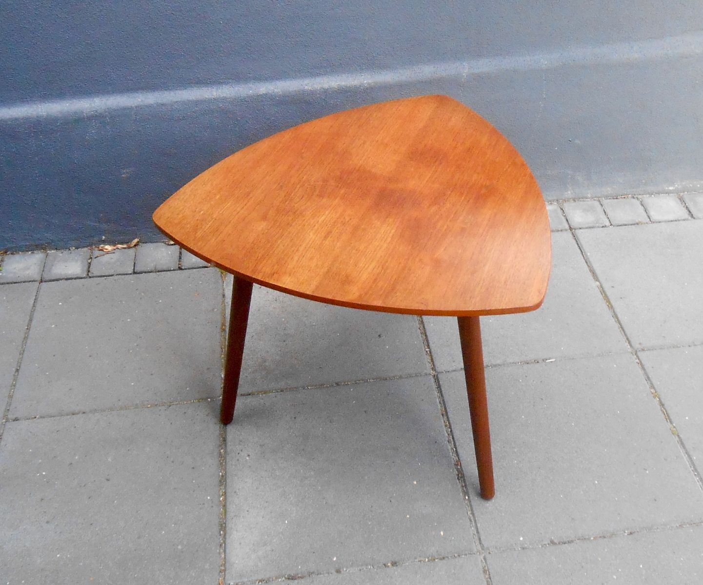 Danish triangular guitar pick shaped teak coffee table for Table basse triangulaire