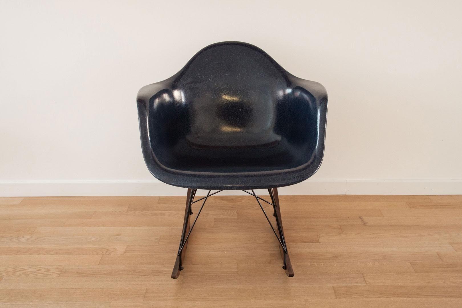 fauteuil à bascule coquille par charles & ray eames pour herman ... - Chaise A Bascule Eames 2