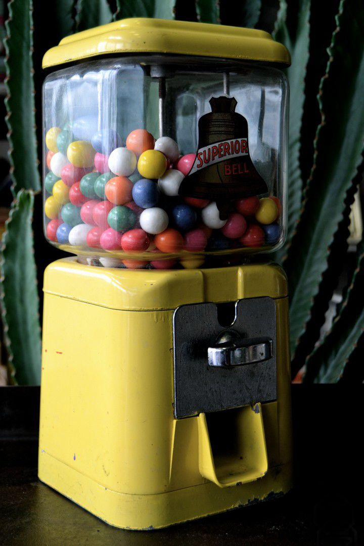 american yellow gumball machine 1950s for sale at pamono. Black Bedroom Furniture Sets. Home Design Ideas