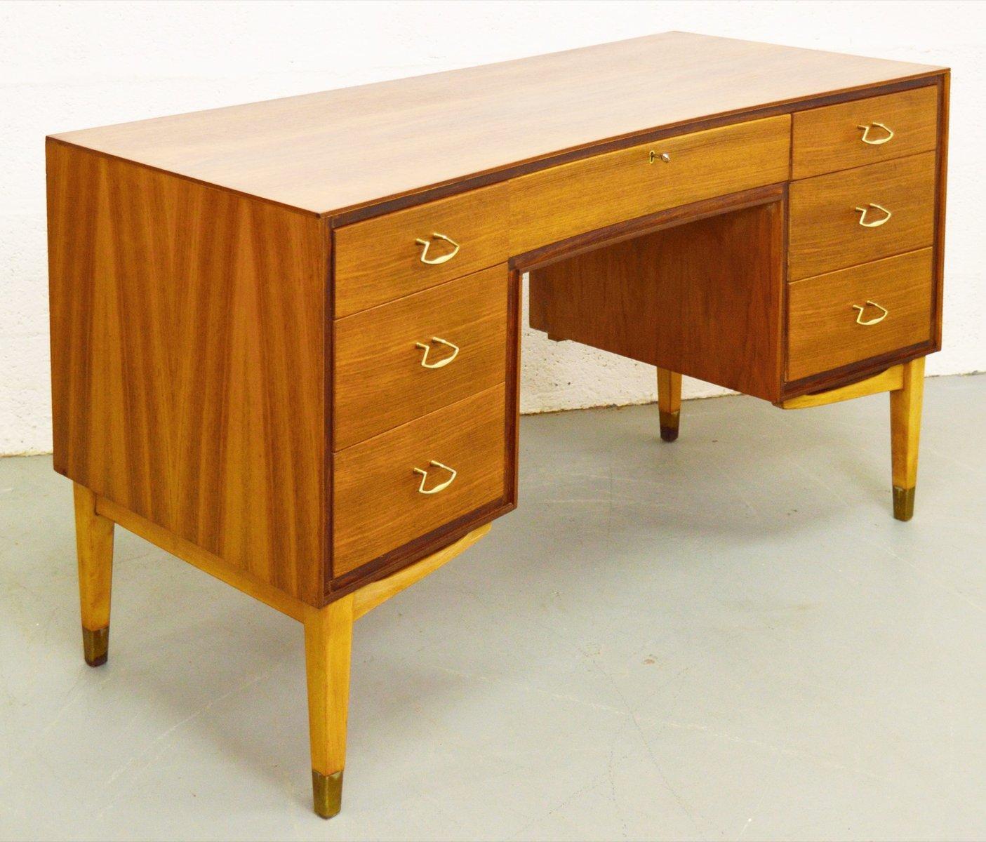 britischer mid century nussholz schreibtisch von wrighton 1960er bei pamono kaufen. Black Bedroom Furniture Sets. Home Design Ideas