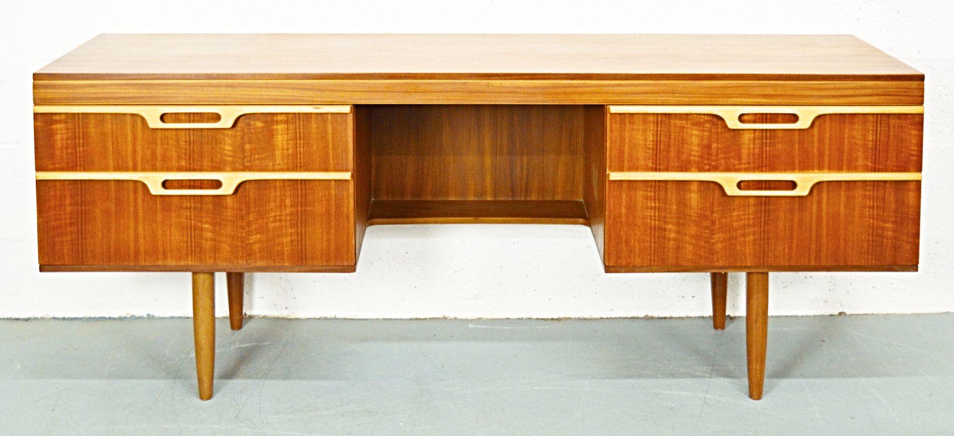 britischer mid century teak schreibtisch 1960er bei. Black Bedroom Furniture Sets. Home Design Ideas