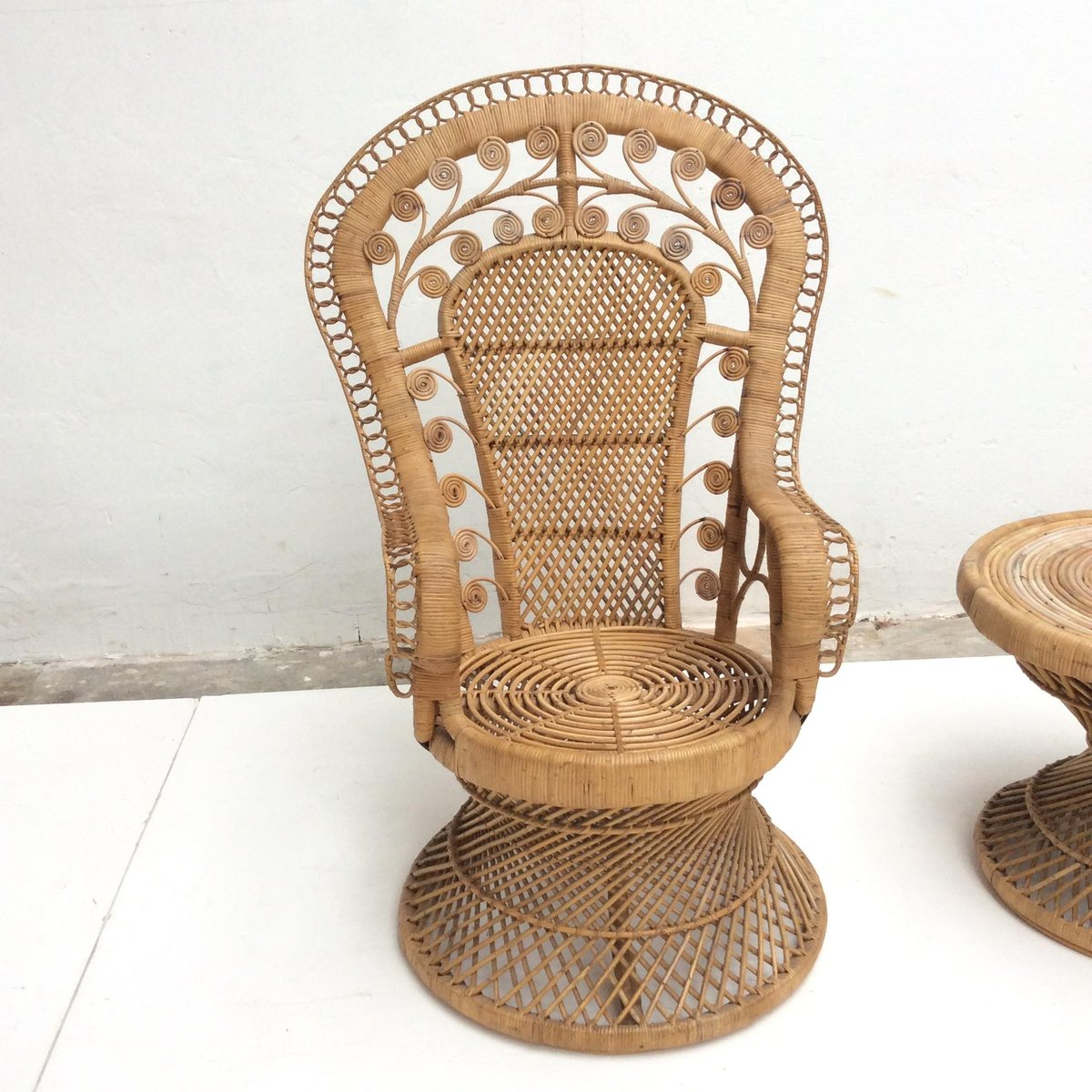 vintage indonesian rattan peacock chair and table 1970s for sale at pamono. Black Bedroom Furniture Sets. Home Design Ideas