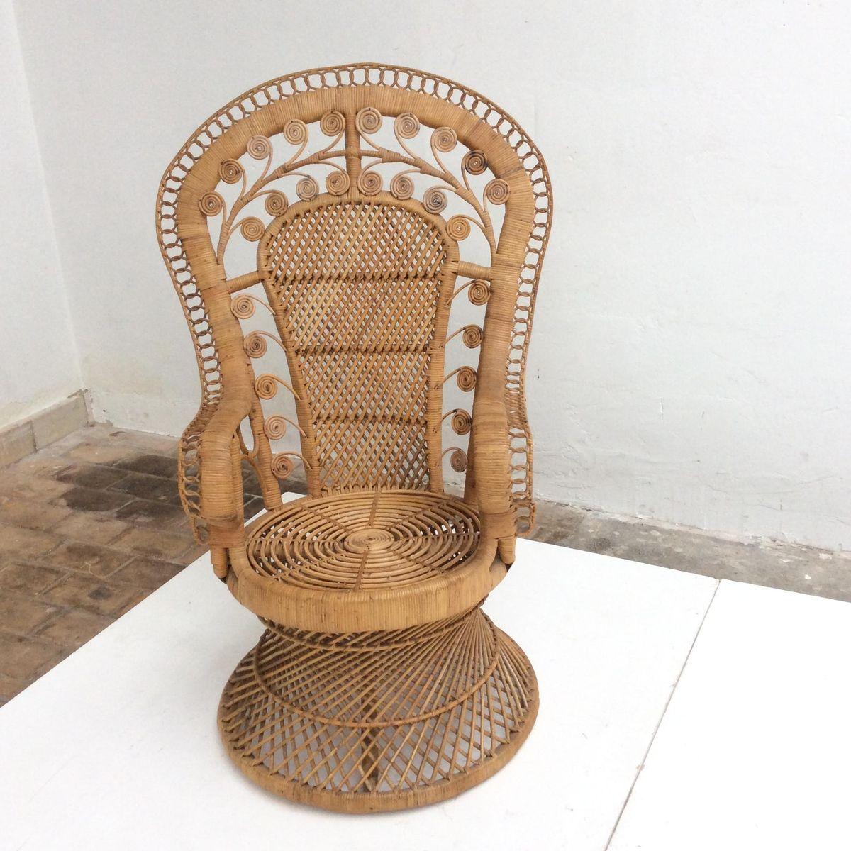 Indonesischer vintage rattan peacock stuhl mit for Beistelltisch rattan
