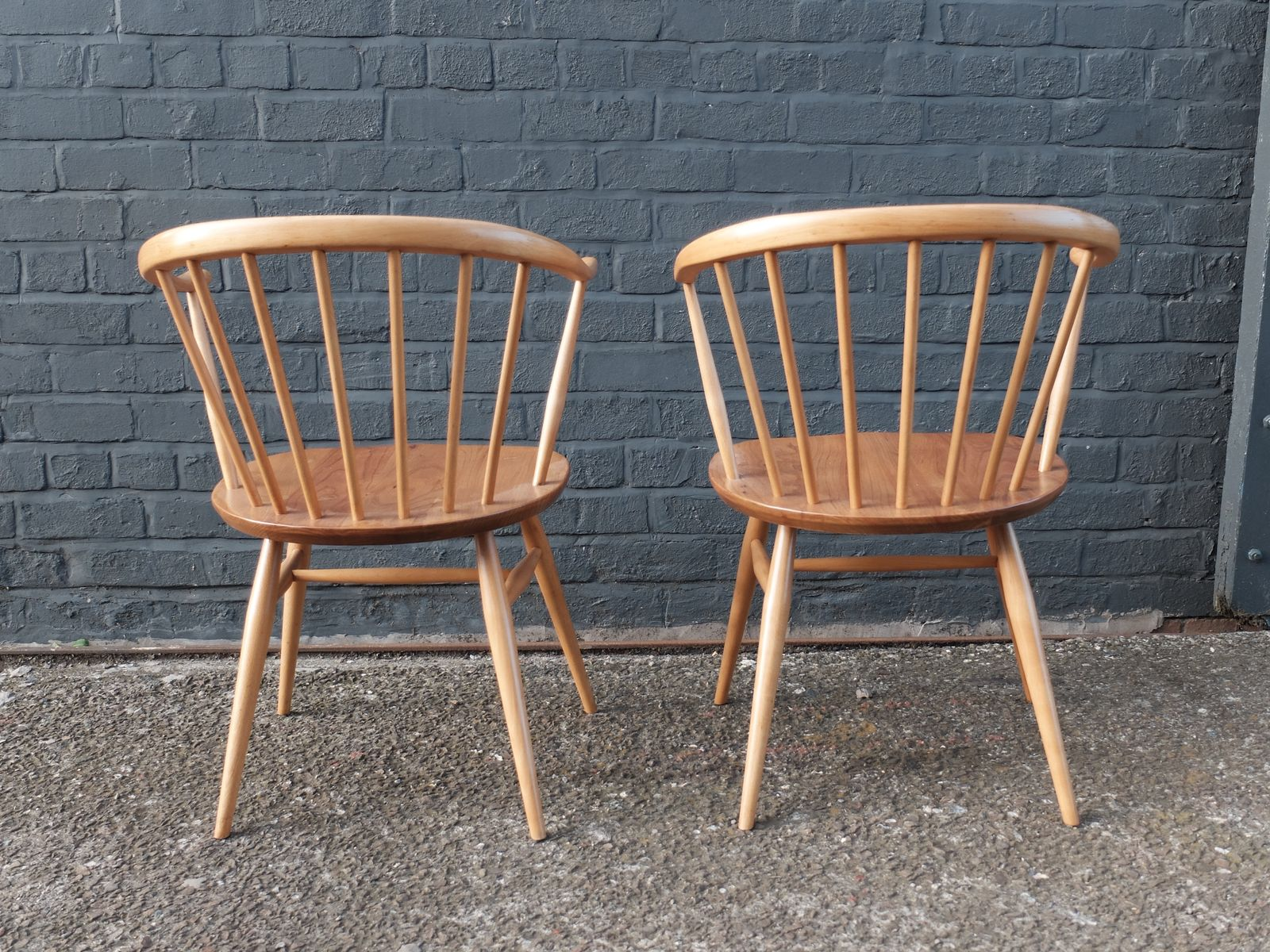 Cowhorn Chairs By Lucian Ercolani For Ercol Windsor 1960s Set Of 2 For Sale
