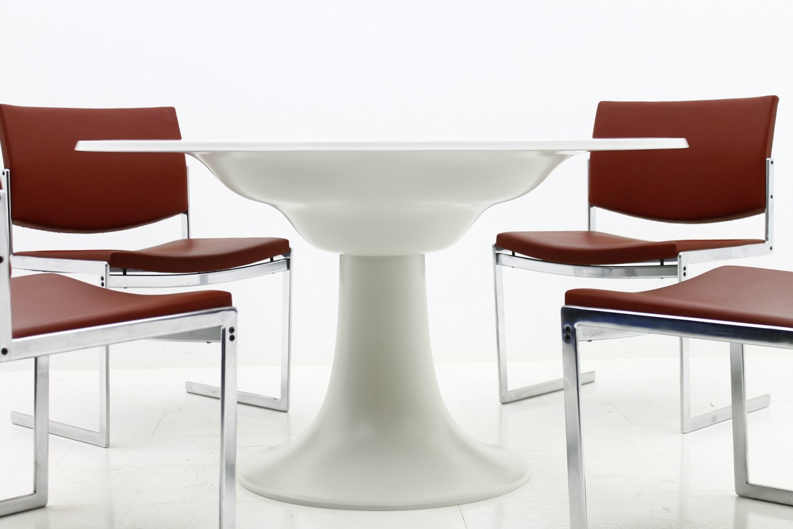 Table de salle manger en fibre de verre par otto zapf for 3 suisses table de salle a manger