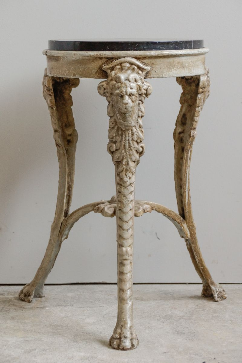 Small french cast iron marble side table with lion 39 s for Cast iron end table