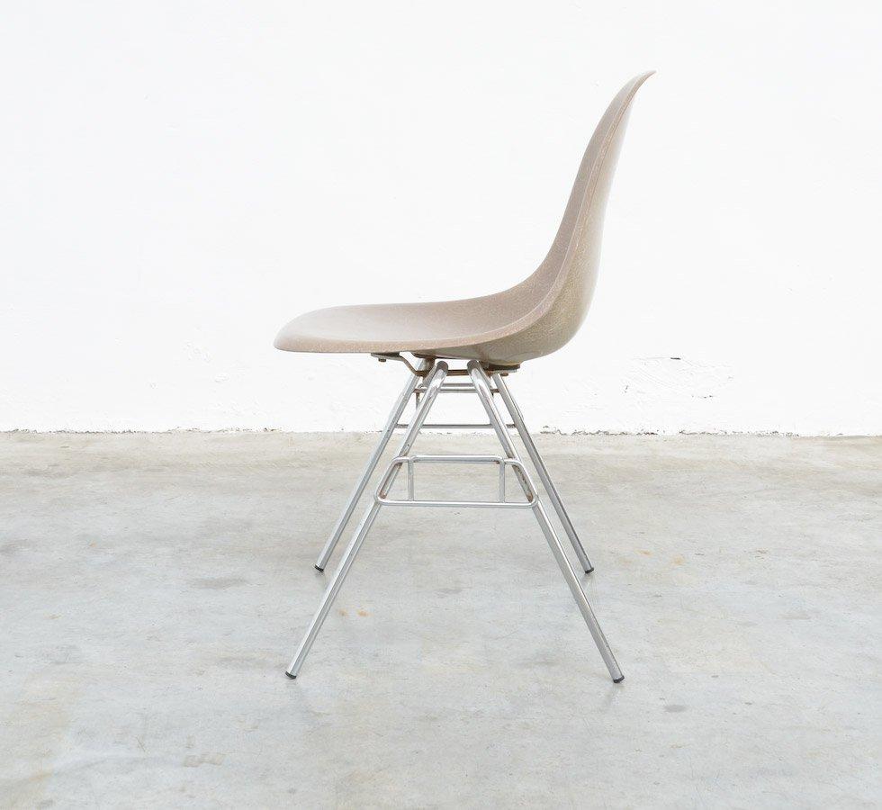 Table d 39 appoint en fibre de verre par charles ray eames pour herman - Eames fibre de verre ...