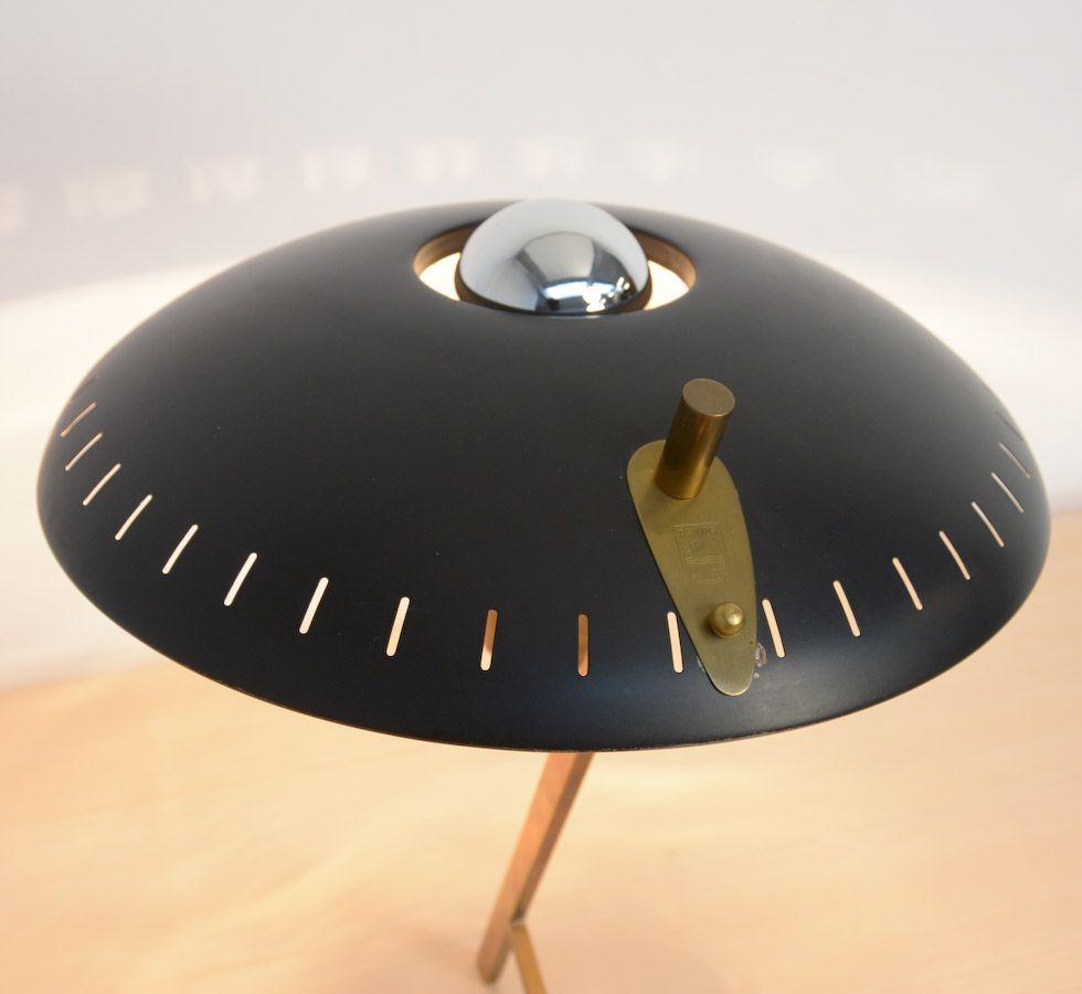 lampe de bureau en m tal en laiton par louis kalff pour philips 1950s en vente sur pamono. Black Bedroom Furniture Sets. Home Design Ideas
