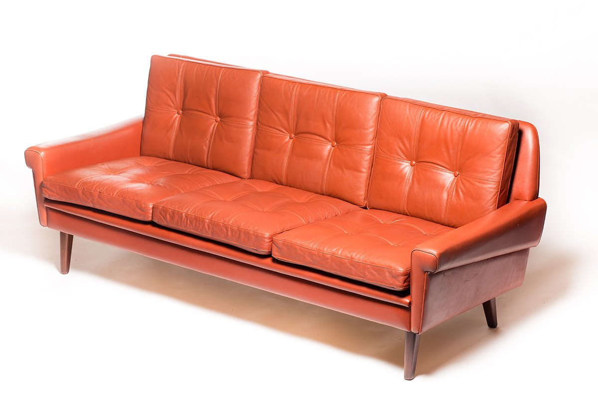 Vintage danish tan leather sofa by svend skipper for for Danish design sofa