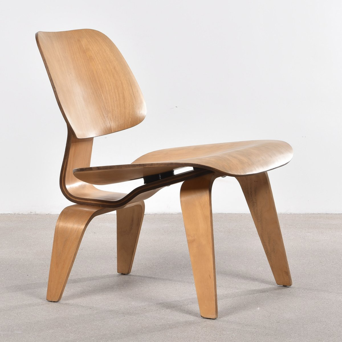 Molto Sedia LCW in quercia di Charles & Ray Eames per Herman Miller  GW92