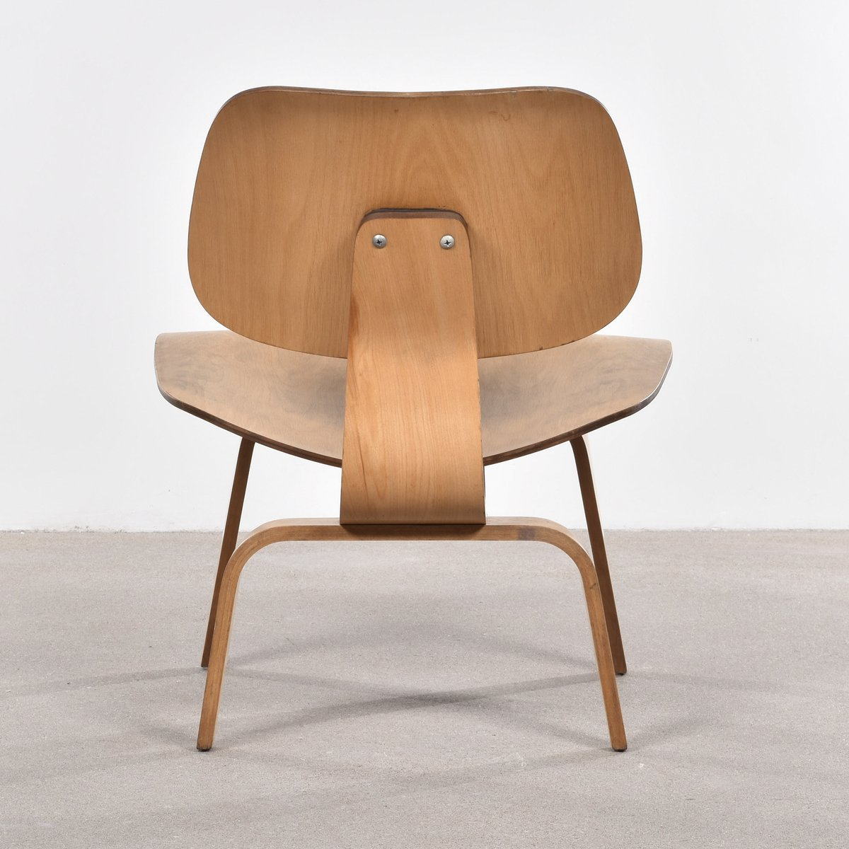 American lcw oak lounge chair by charles ray eames for - Charles eames and ray eames ...