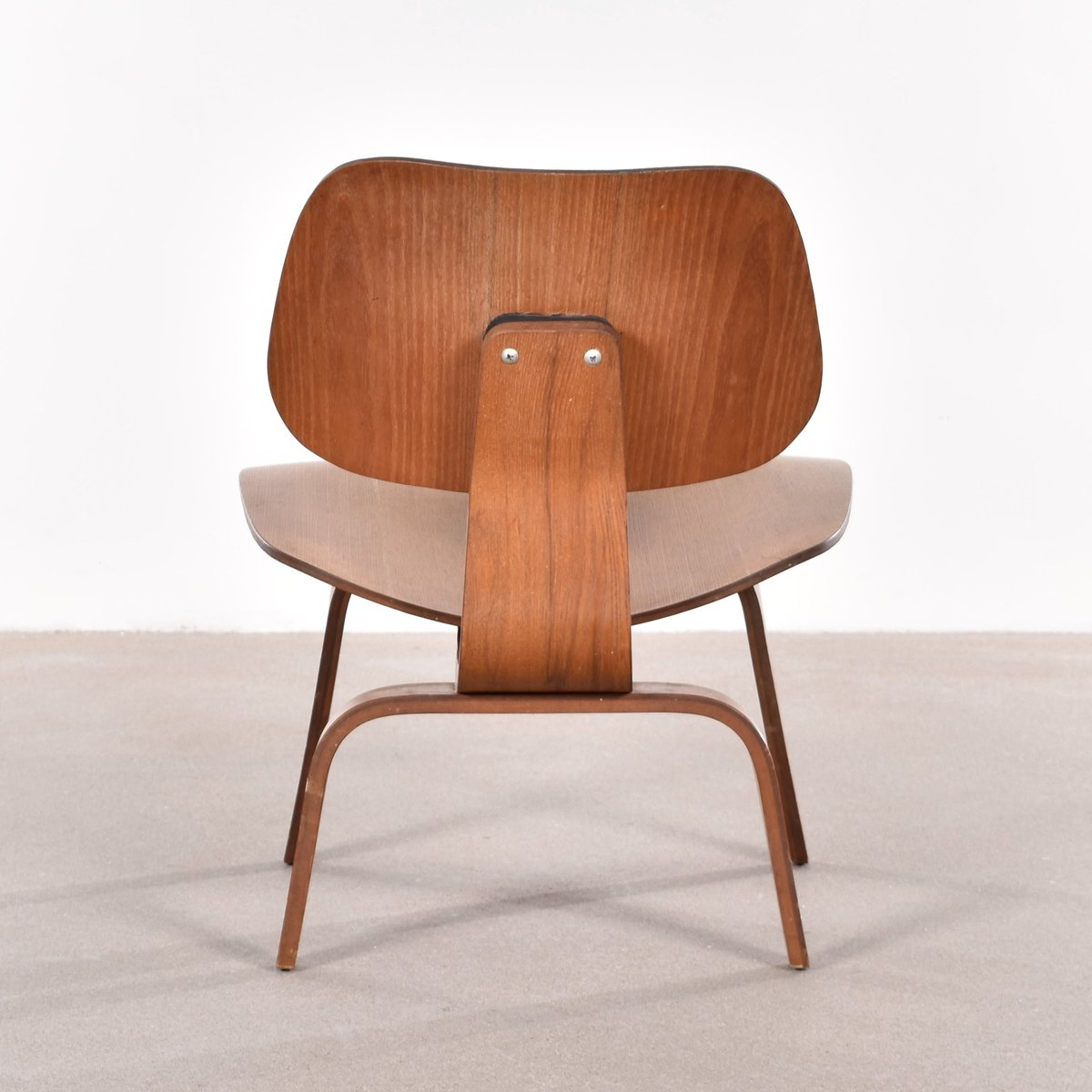 american lcw ash lounge chair by charles ray eames for herman miller 1949 for sale at pamono. Black Bedroom Furniture Sets. Home Design Ideas