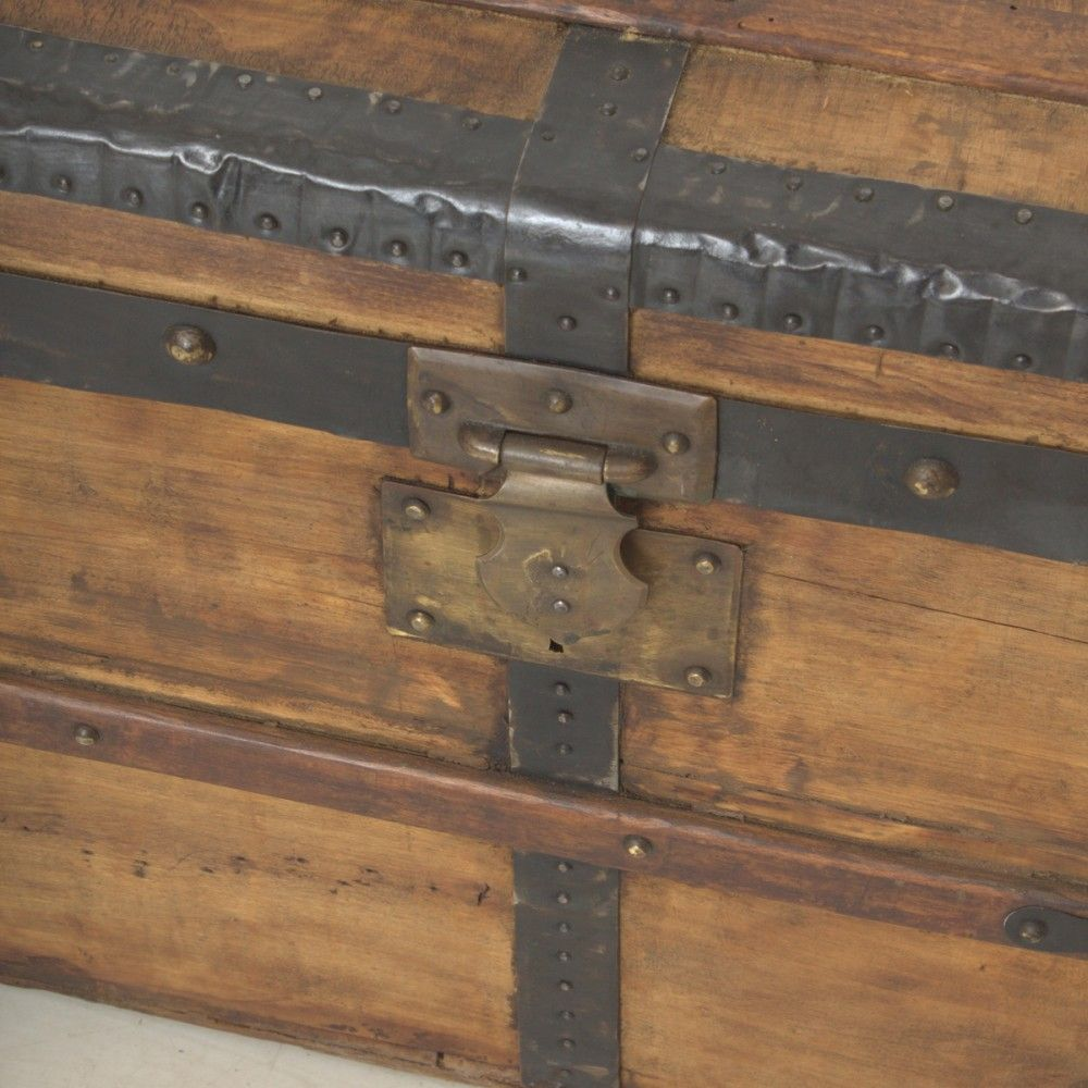 gro e vintage truhe aus fichtenholz metall 1900er bei. Black Bedroom Furniture Sets. Home Design Ideas