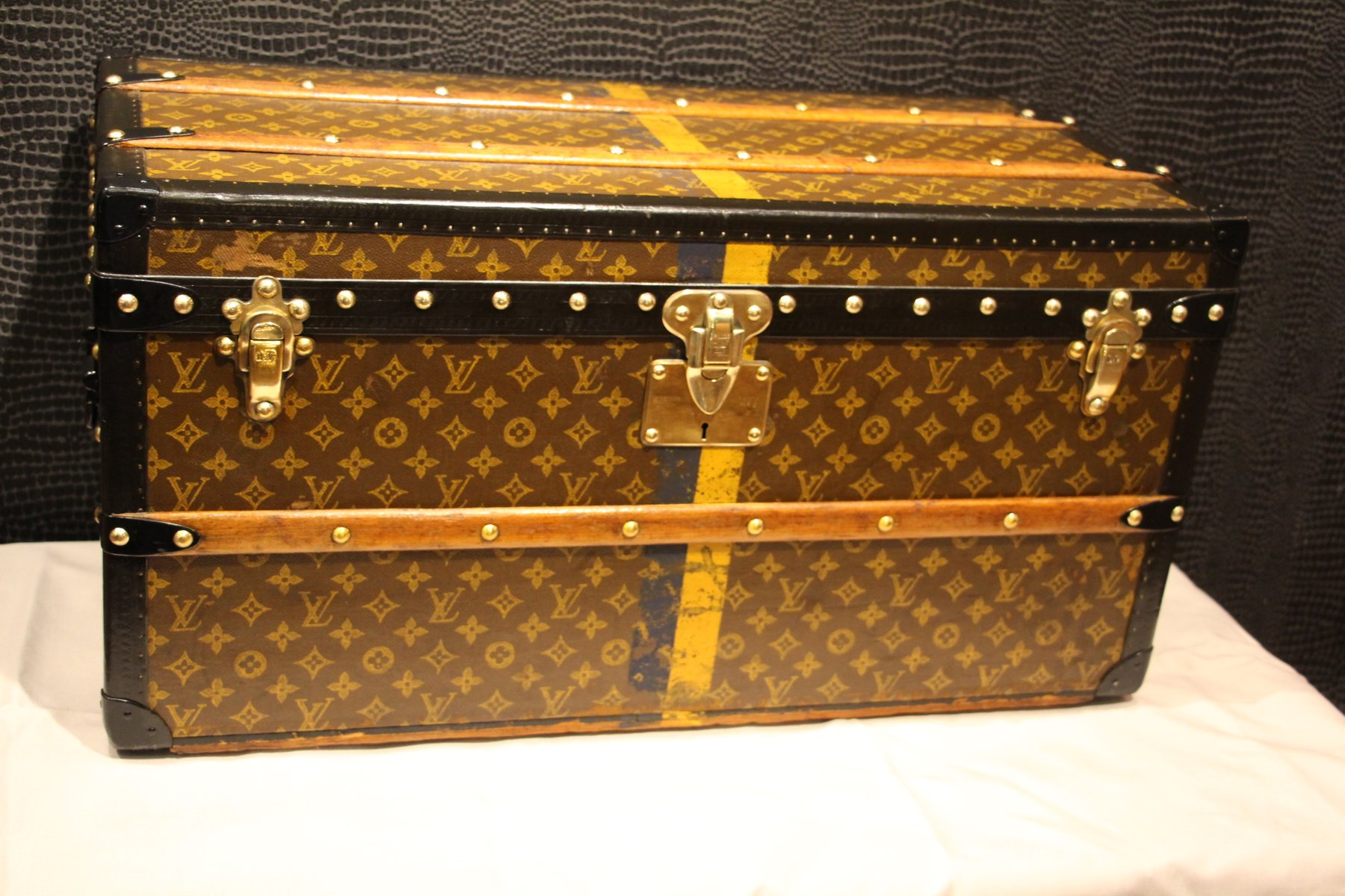 vintage shoe trunk from louis vuitton 1920s for sale at. Black Bedroom Furniture Sets. Home Design Ideas