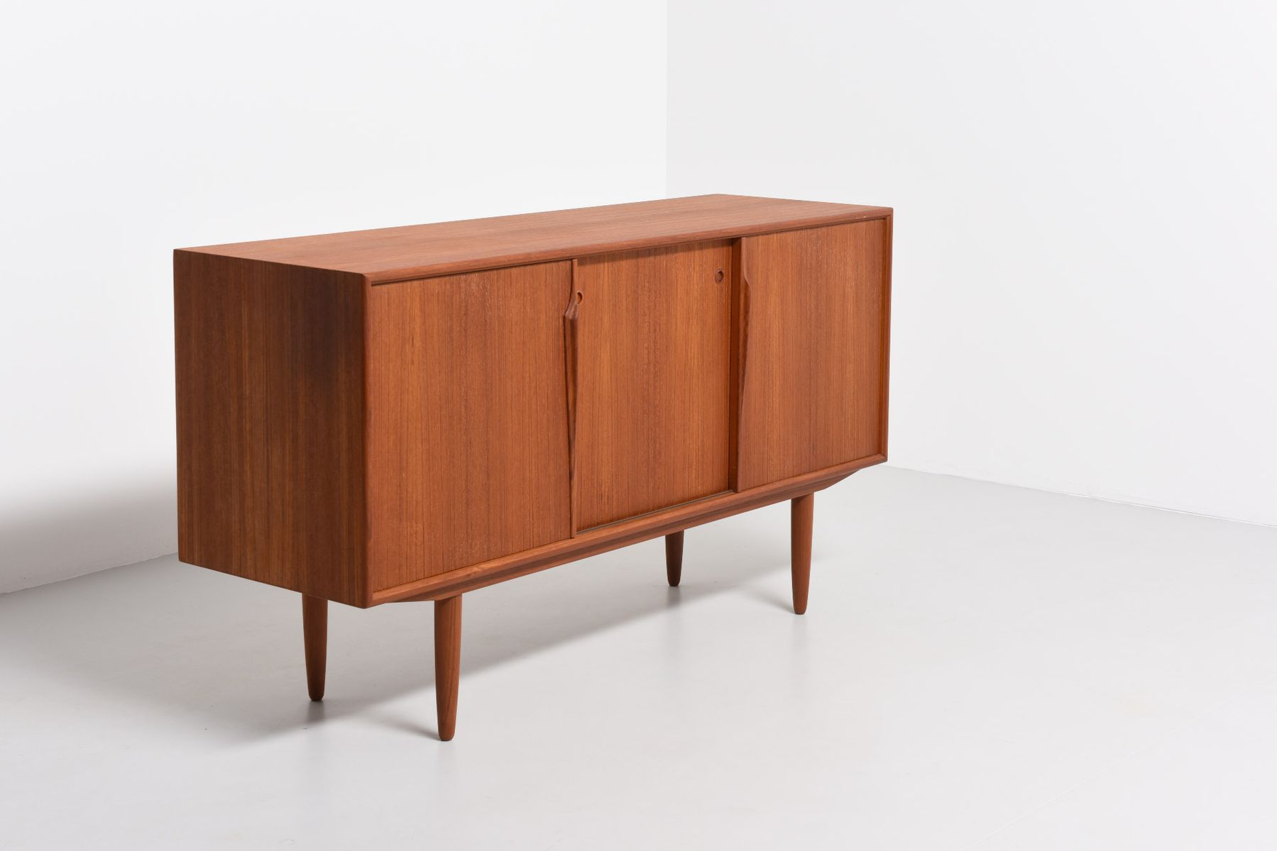 Mid century sideboard by gunni omann for axel christensen for Sideboard 260 cm