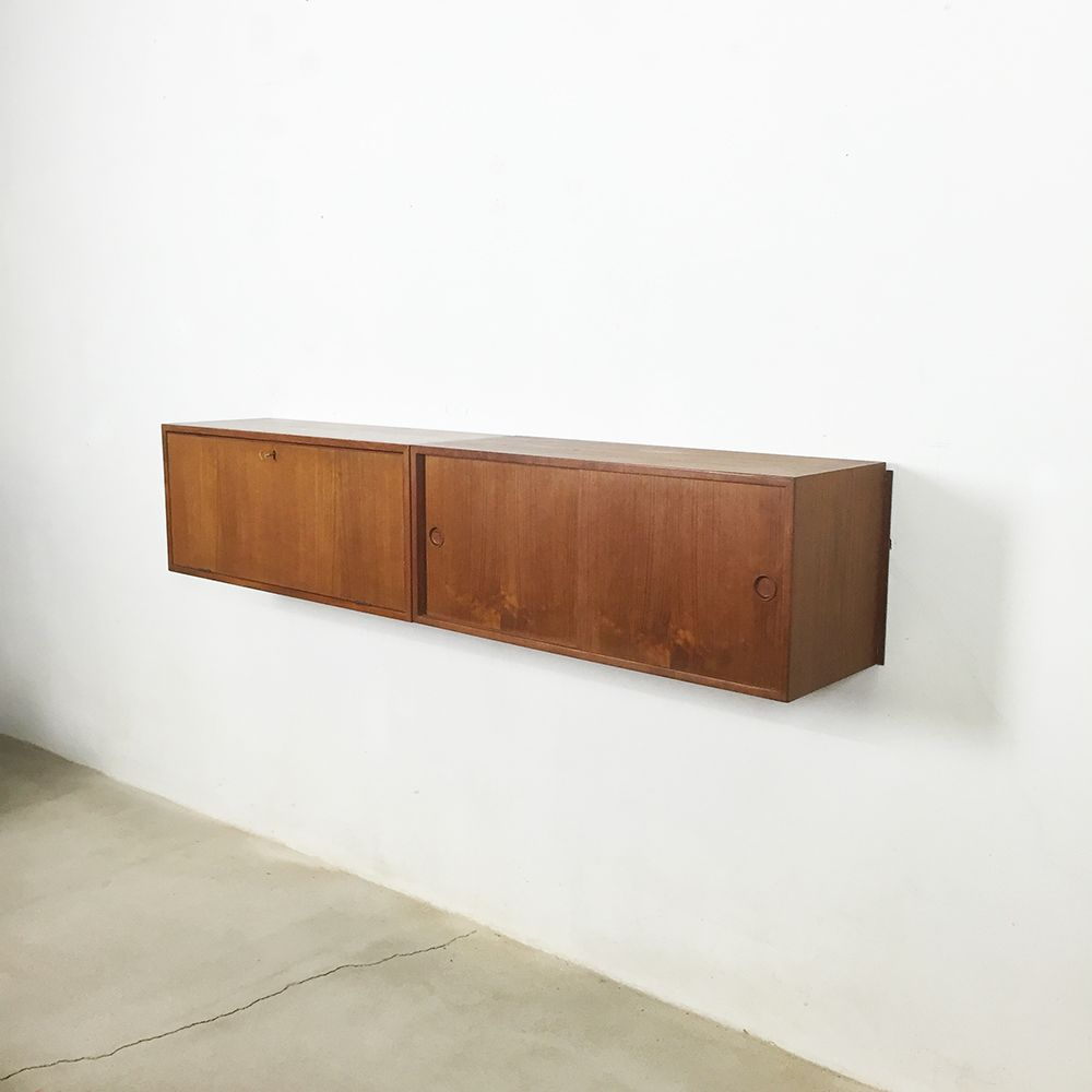 h ngendes mid century teak sideboard von kai kristiansen. Black Bedroom Furniture Sets. Home Design Ideas
