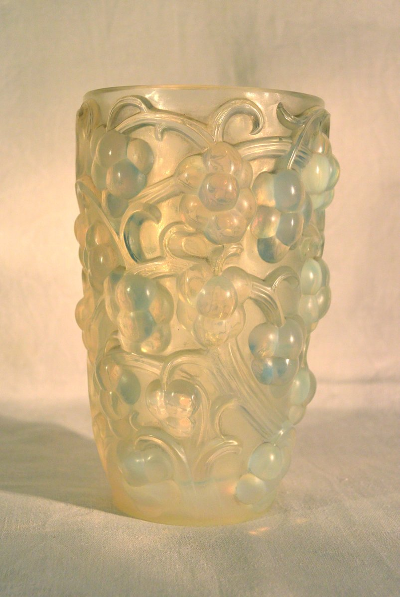 french raisins vase by rene lalique 1925 for sale at pamono. Black Bedroom Furniture Sets. Home Design Ideas