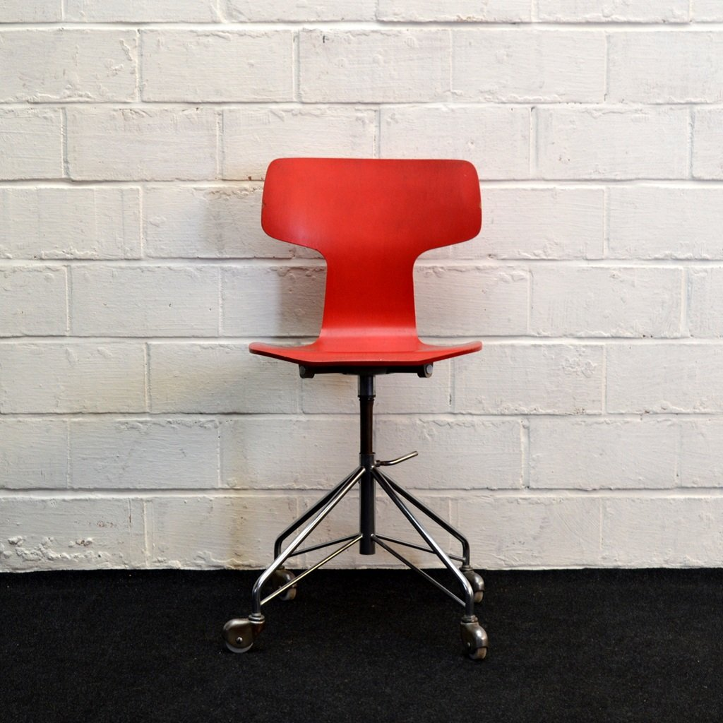 Mid century 3103 red desk chair by arne jacobsen for fritz for Chaise arne jacobsen
