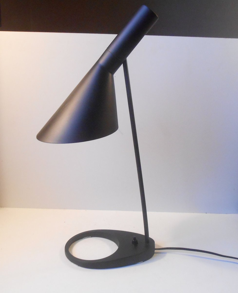 lampe de bureau aj noire par arne jacobsen pour louis. Black Bedroom Furniture Sets. Home Design Ideas