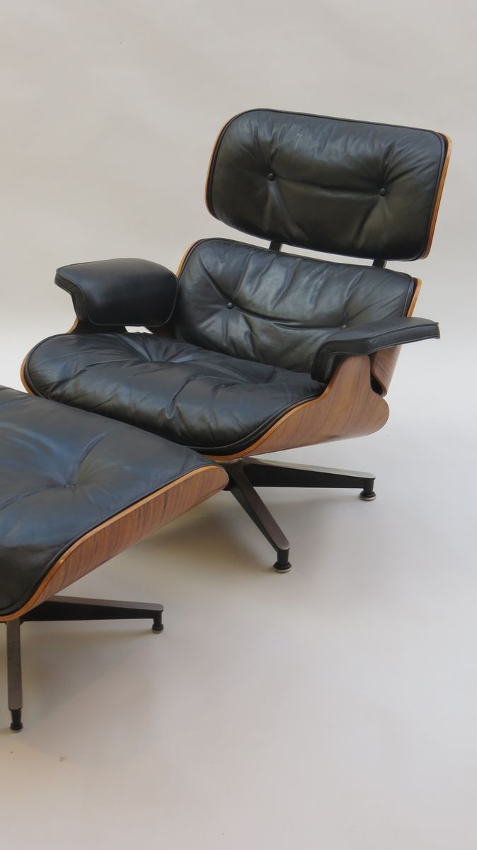 eames sessel und ottomane set von charles ray eames f r herman miller 1970 bei pamono kaufen. Black Bedroom Furniture Sets. Home Design Ideas