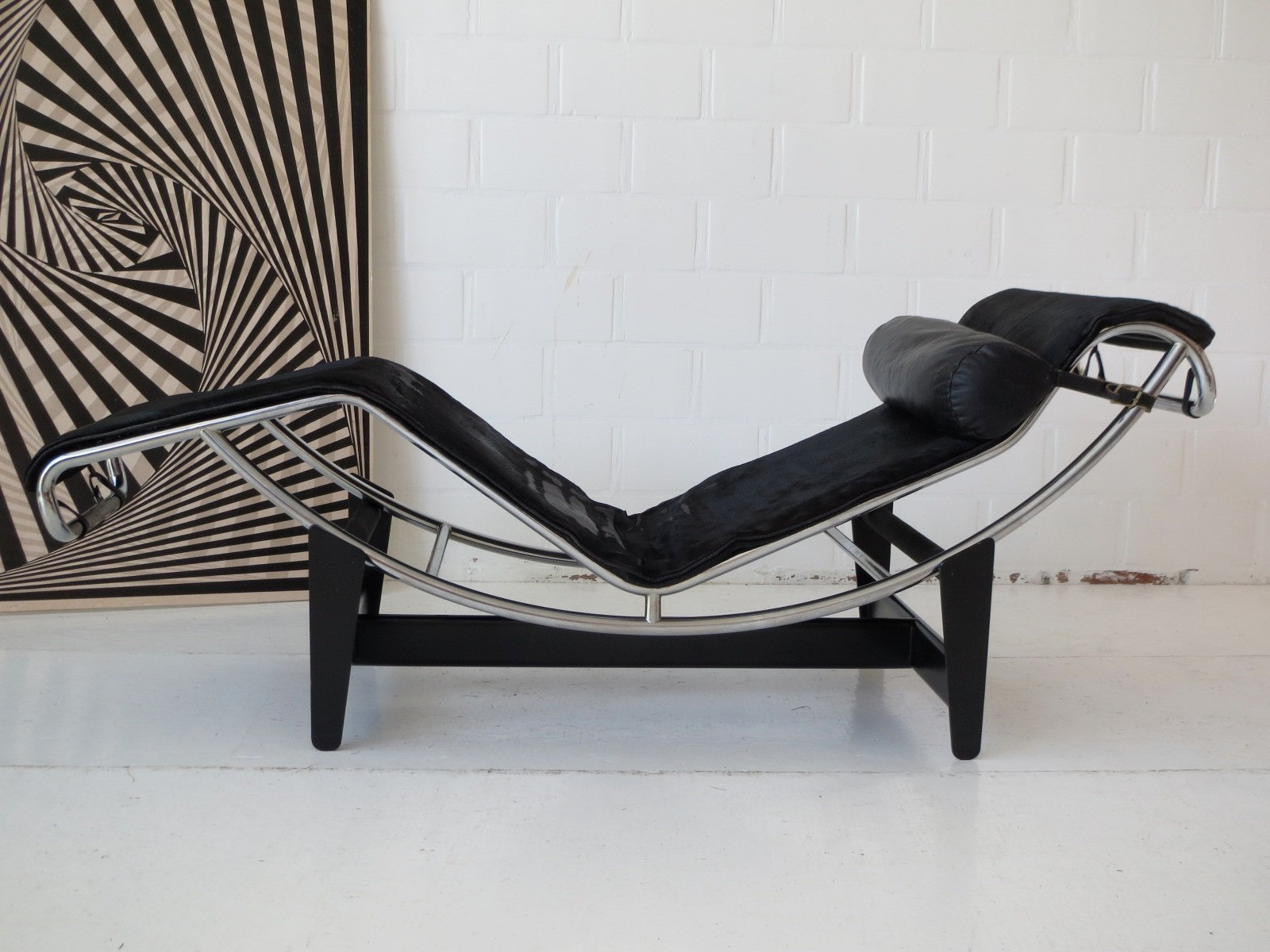 Early lc4 chaise longue by le corbusier charlotte for Chaise longue le corbusier cad